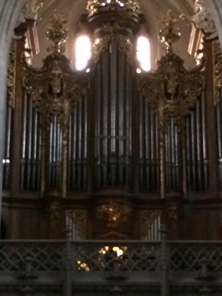 I don't know if you can see her, but there is a person playing the organ. It was so beautiful.