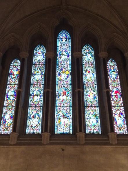Not a rosette of Notre Dame, but an older, columned design.